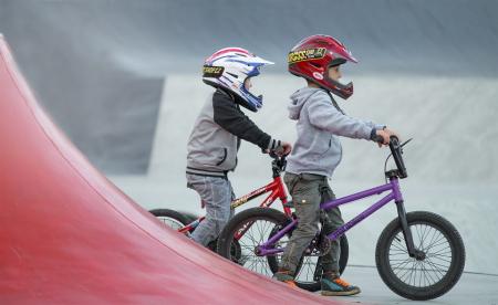 Børn på cykler, Guldborgsund Frivilligcenter